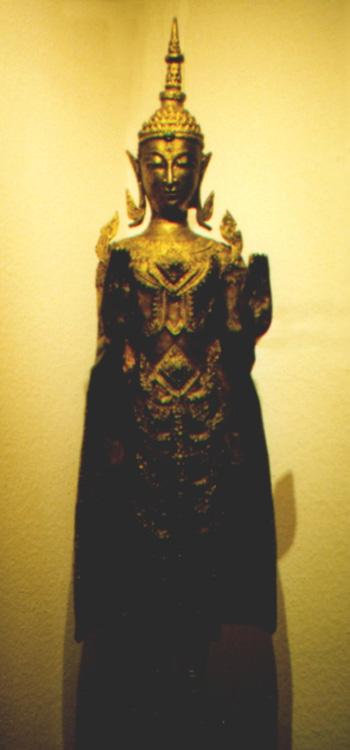 Buddhismus-und-Kunst Beispiel 2 Buddha aus Thailand in blattvergoldeter Bronze Buddhismus