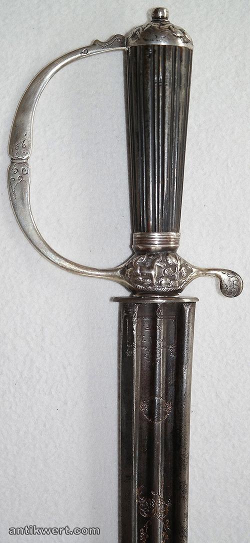 Jagdplaute-silbermontiert-672 Gefaess und geblaeute Klinge mit Zieraetzung