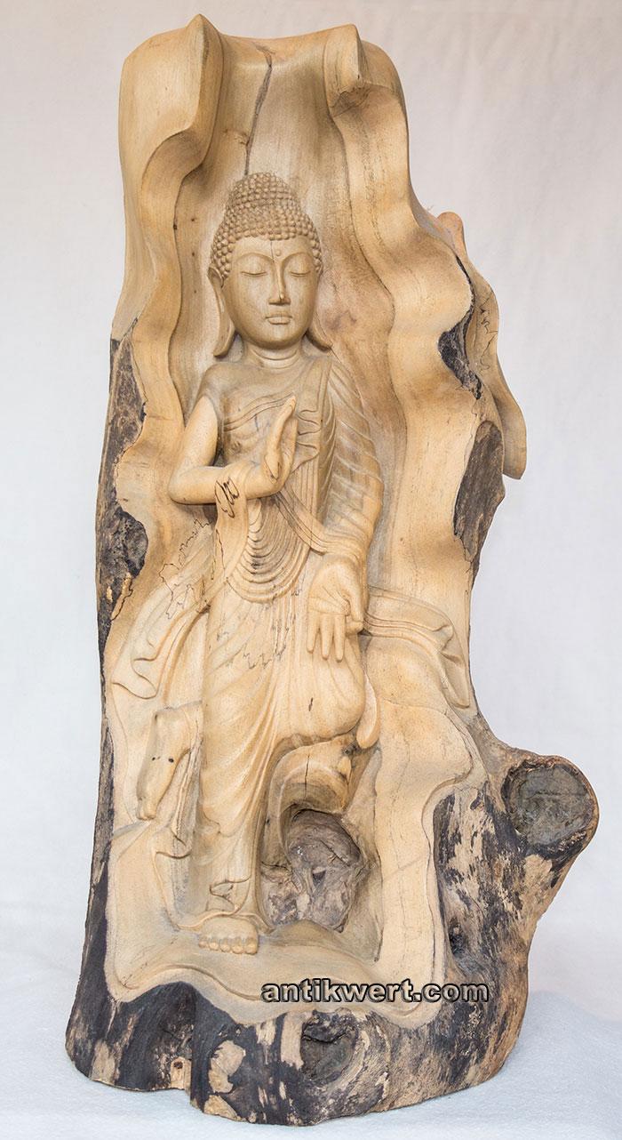 Buddha-Gautama-Holz-267 im Baumstamm