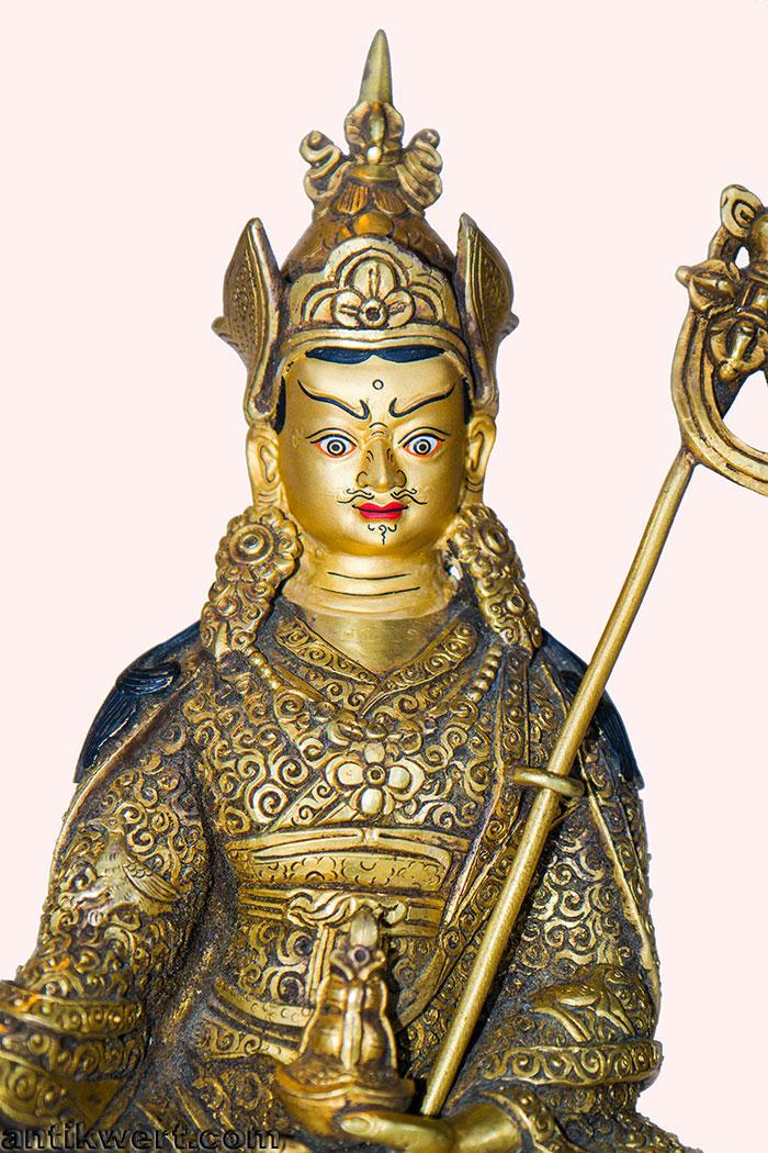 Padmasambhava-ziseliert-214 Detailansicht der feinen Treibarbeiten
