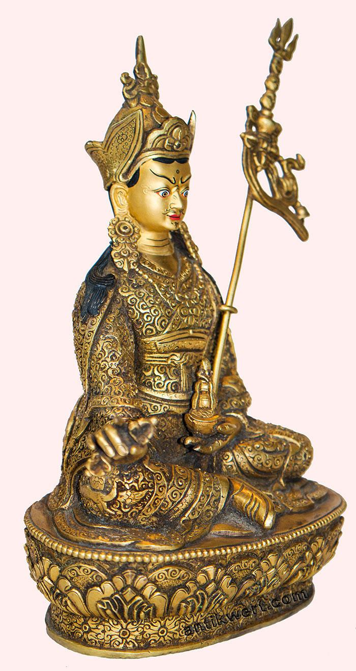 Padmasambhava-ziseliert-214 mit Vajra und Nektargefaess