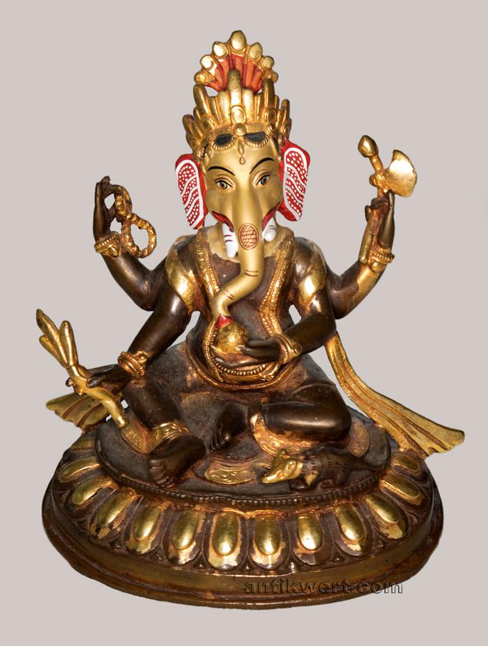 frontansicht des sitzenden Ganesha-216