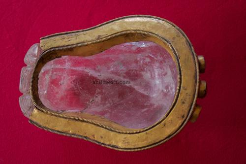 schaedelschale aus bergkristall aus der vogelperspektive