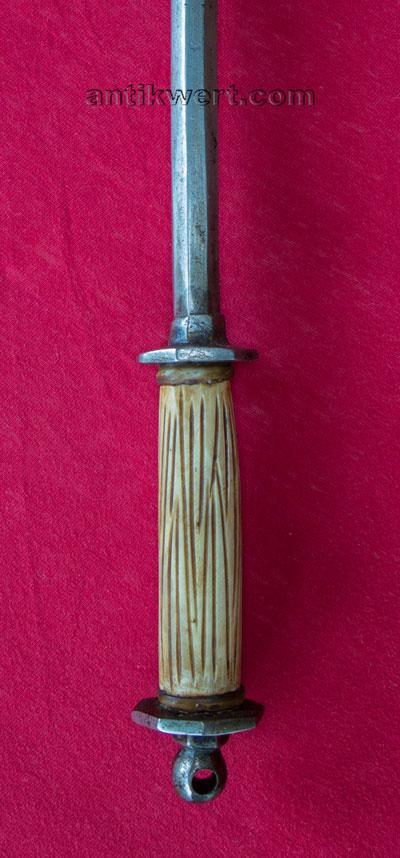 details des griffes und des knaufes von Reiterhammer-693