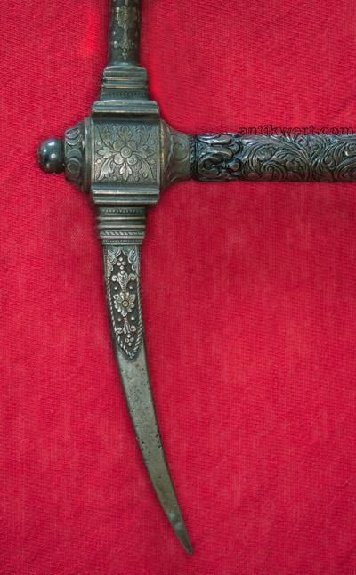 schnabel von Reiterhammer-721 mit aufgehaemmerter silberverzierung