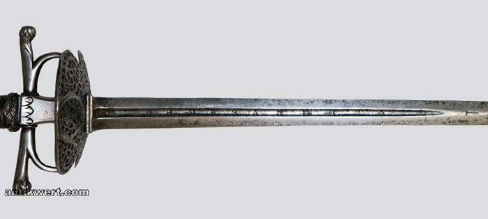 quartseite der klinge von degen-650 mit bezeichnung hernandez