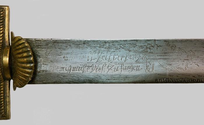detailansicht der gravuren mit devise von jagd-schwert-642