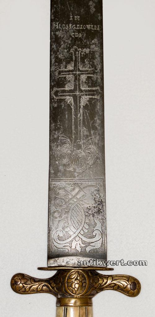 doppelkreuz und klingeninschrift auf dem jagd-schwert-765